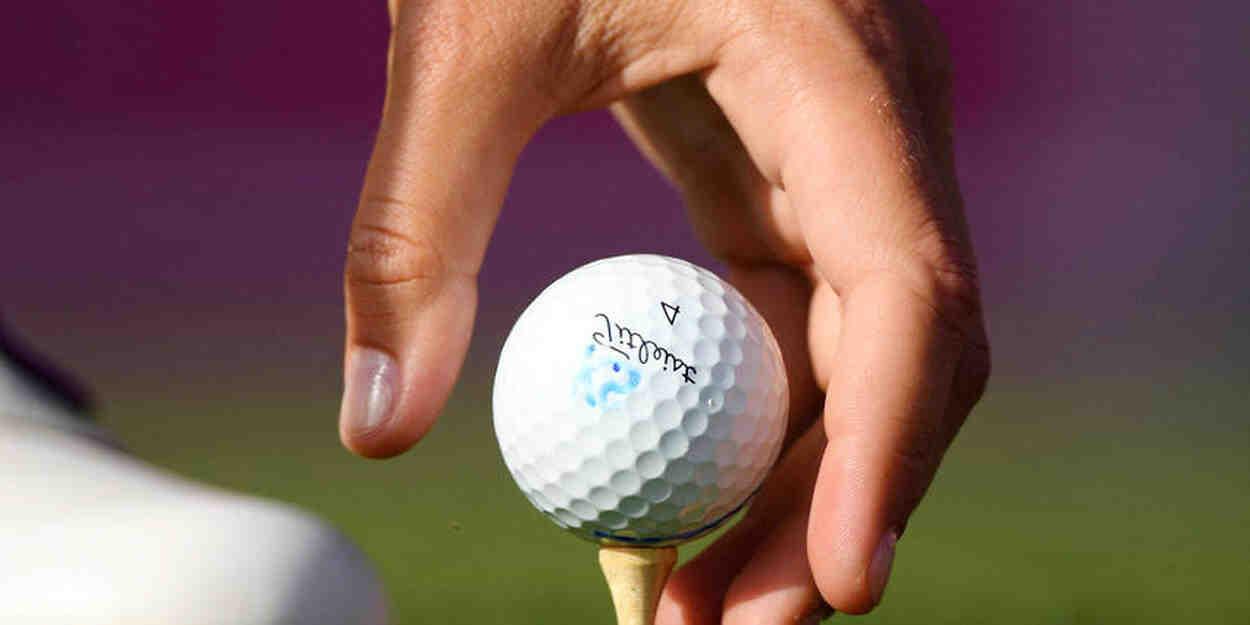 Comment frapper une vraie balle au golf?