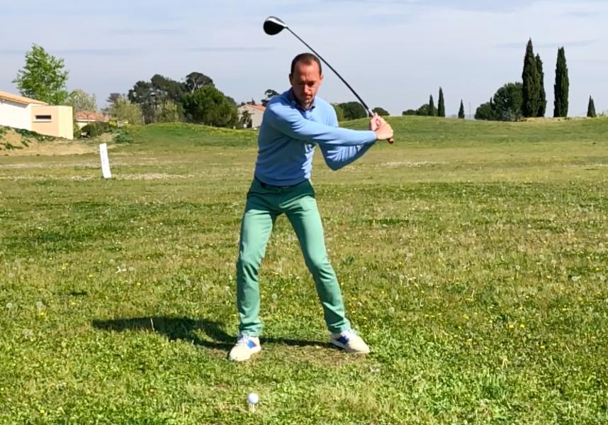 Comment bien frapper un golf?