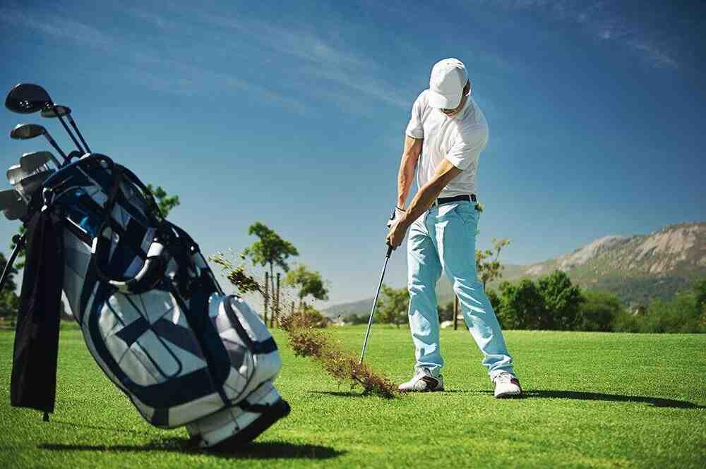 Comment mettre son tee au golf?